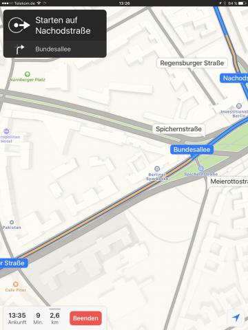 Die Karten-App hat Apple auch neu gestaltet. Im Navigationsmodus können Nutzer jetzt die Karten bewegen, ohne immer wieder zum aktuellen Standort zurückgeworfen zu werden. (Screenshot: Golem.de)