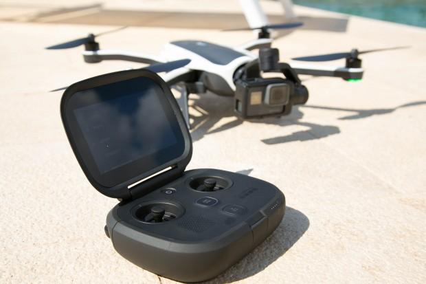 Controller und Drohne sind sehr transportabel. (Bild: Martin Wolf/Golem.de)