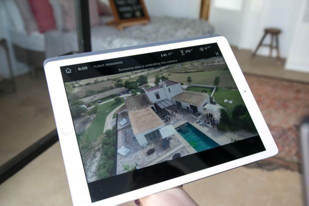Das Live-Kamerabild kann auf bis zu vier Smartphones oder Tablets gespiegelt werden. (Bild: Martin Wolf/Golem.de)
