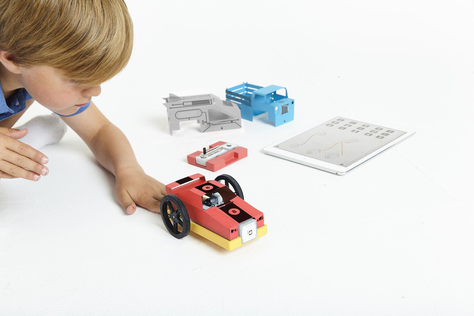 Sam's Curious Cars: Modulare ferngesteuerte Rennwagen bauen - Curio in der Anwendung (Bild: Sam Labs)