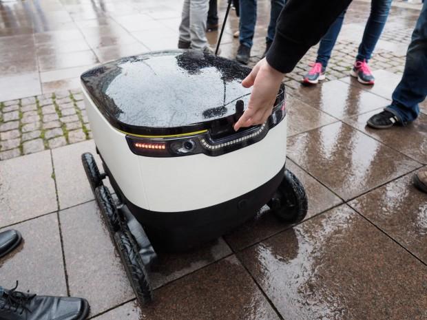 Den Roboter öffnen kann nur der Empfänger - er authentifiziert sich über eine App. (Foto: Petra Vogt)