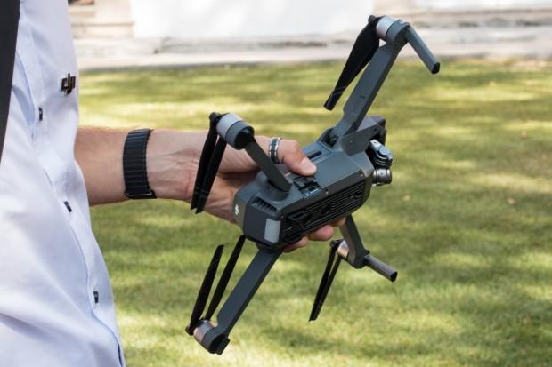 Gut zu erkennen: Die Kameras und Sensoren des Multicopters. (Bild: Tobias Költzsch/Golem.de)
