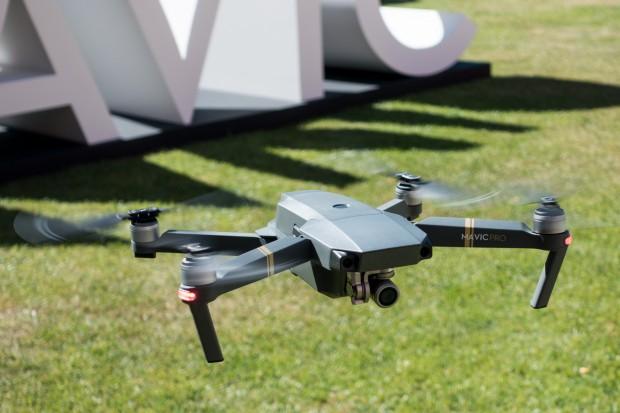 Der Quadcopter fliegt auch bei Wind äußerst ruhig in der Luft. (Bild: Tobias Költzsch/Golem.de)