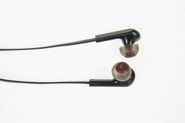 Die Ohrstöpsel sind so weich, dass sie leicht herausrutschen. (Bild: Martin Wolf/Golem.de)