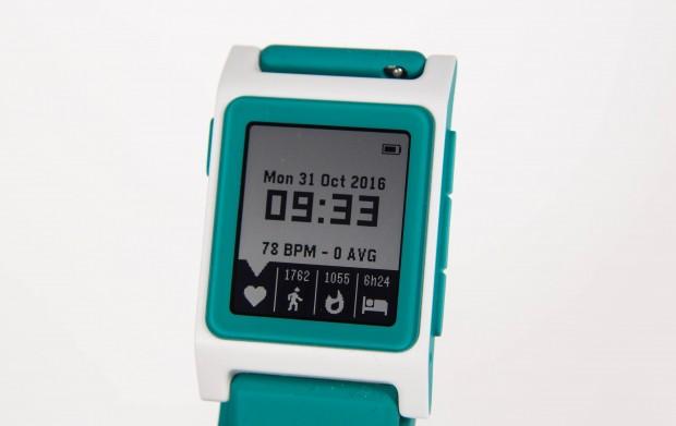 Das Display ist genauso groß wie das des Vorgängers Pebble Time. (Bild: Martin Wolf/Golem.de)
