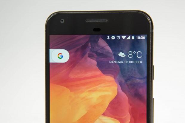 Das Pixel XL ist das erste Smartphone, das von Google komplett in Eigenregie entwickelt wurde. (Bild: Martin Wolf/Golem.de)