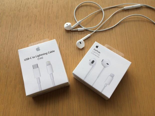 Apple setzt auf zwei verdrehsichere Stecker: USB Typ C bei Macs und Lightning bei Ohrhörern. (Foto: Andreas Sebayang/Golem.de)