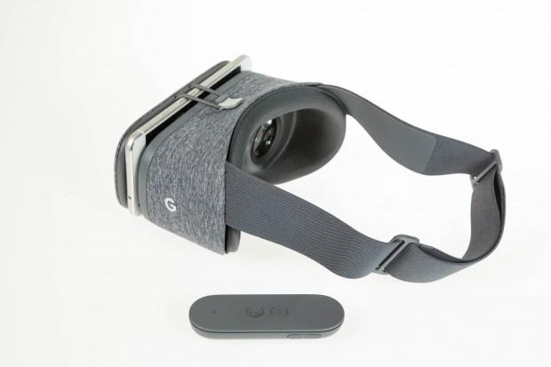 Der VR-Betrachter Daydream View mit eingelegtem Pixel XL und dem Controller (Bild: Martin Wolf/Golem.de)
