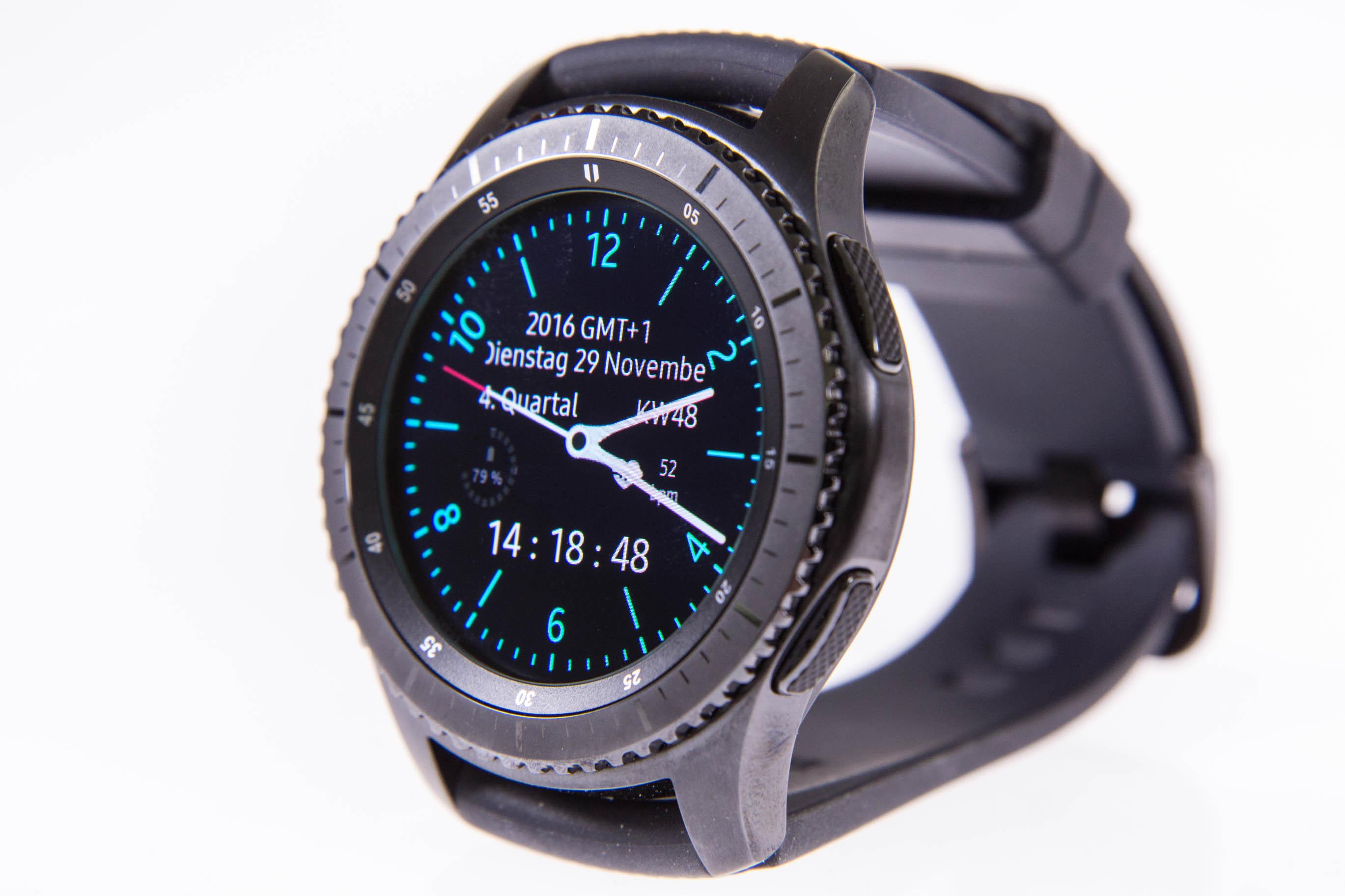 Gear S3 im Test: Großes Display, großer Akku, große Uhr - Die neue Gear S3 von Samsung (Bild: Martin Wolf/Golem.de)