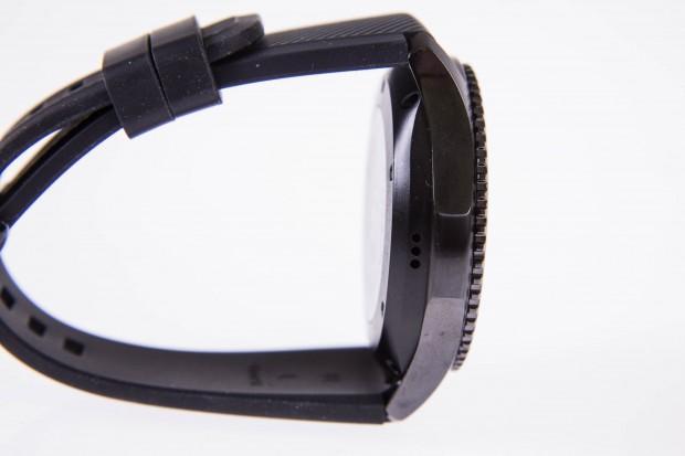 Die Gear S3 ist verglichen mit der Gear S2 größer und klobiger geworden. (Bild: Martin Wolf/Golem.de)