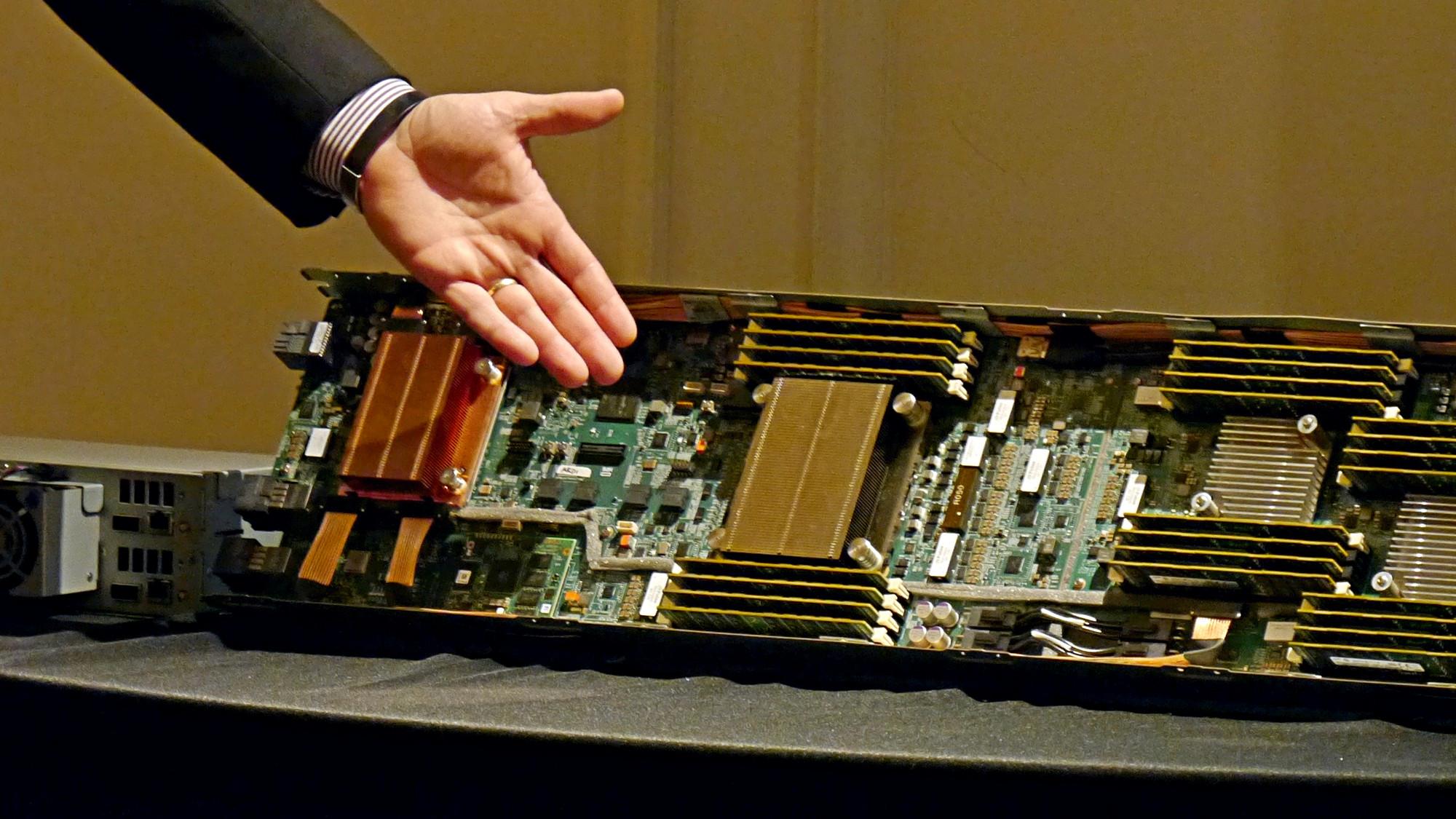 Memory-Driven Computing: HPE zeigt Prototyp von The Machine - HPE zeigt The Machine. (Foto: Marc Sauter/Golem.de)