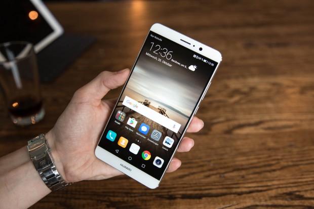 Das neue Mate 9 von Huawei hat einen 5,9 Zoll großen Bildschirm. (Bild: Tobias Költzsch/Golem.de)