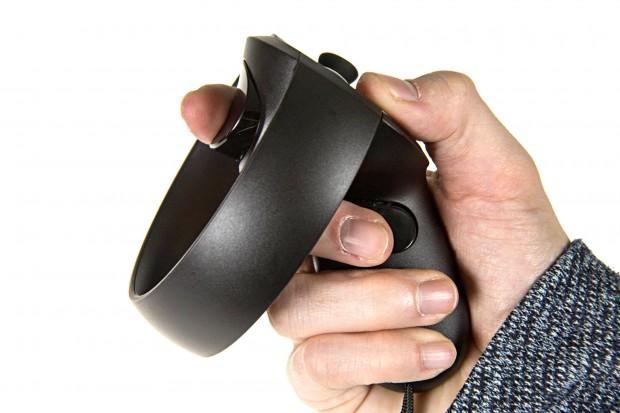 Zeige- und Mittelfinger-Trigger von Oculus Touch (Foto: Martin Wolf/Golem.de)