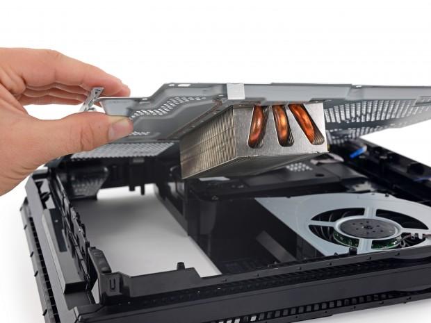 Kühler und Lüfter der Playstation 4 Pro (Bild: iFixit)