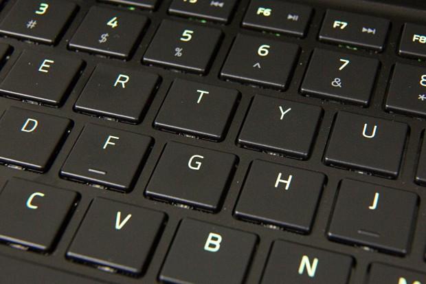 Die Tastatur ist Chroma-beleuchtet. (Foto: Martin Wolf/Golem.de)