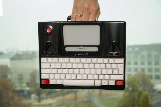 Freewrite mit Haltegriff (Bild: Martin Wolf/ Golem.de)