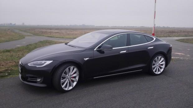 Teslas Elektroauto Model S ist eine Limousine der Oberklasse. (Foto: Werner Pluta/Golem.de)