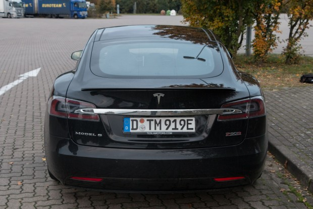 elektroauto tesla verlangt parkgeb hren bei supercharger. Black Bedroom Furniture Sets. Home Design Ideas