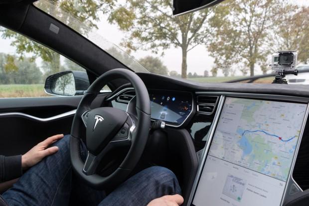 Besonders interessiert hat uns der Autopilot, das System für automatisiertes Fahren. (Foto: Werner Pluta/Golem.de)