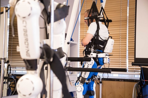 Laufen lernen mit Hilfe von robotischen Systemen... (Foto: Martin Wolf/Golem.de)