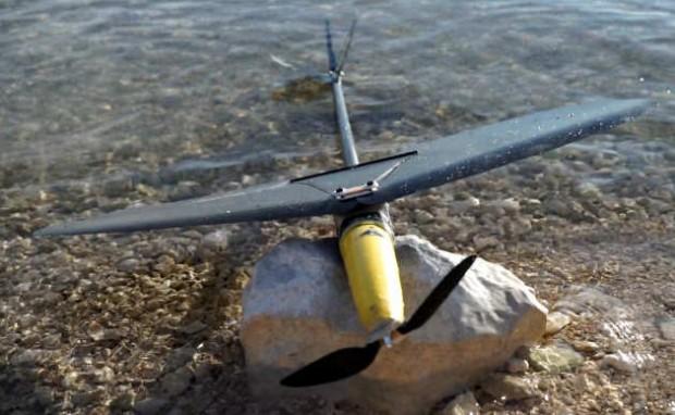 AquaMAV im flugfähigen Zustand mit ausgeklappten Tragflügeln (Bild: Imperial College London)