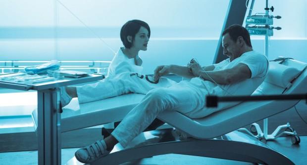 Callum Lynch erwacht in der Abstergo-Einrichtung. (Bild: 20th Century Fox)