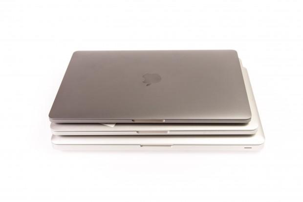 Die letzten drei Macbook-Pro-13-  Generationen übereinander (Foto: Martin Wolf/Golem.de)