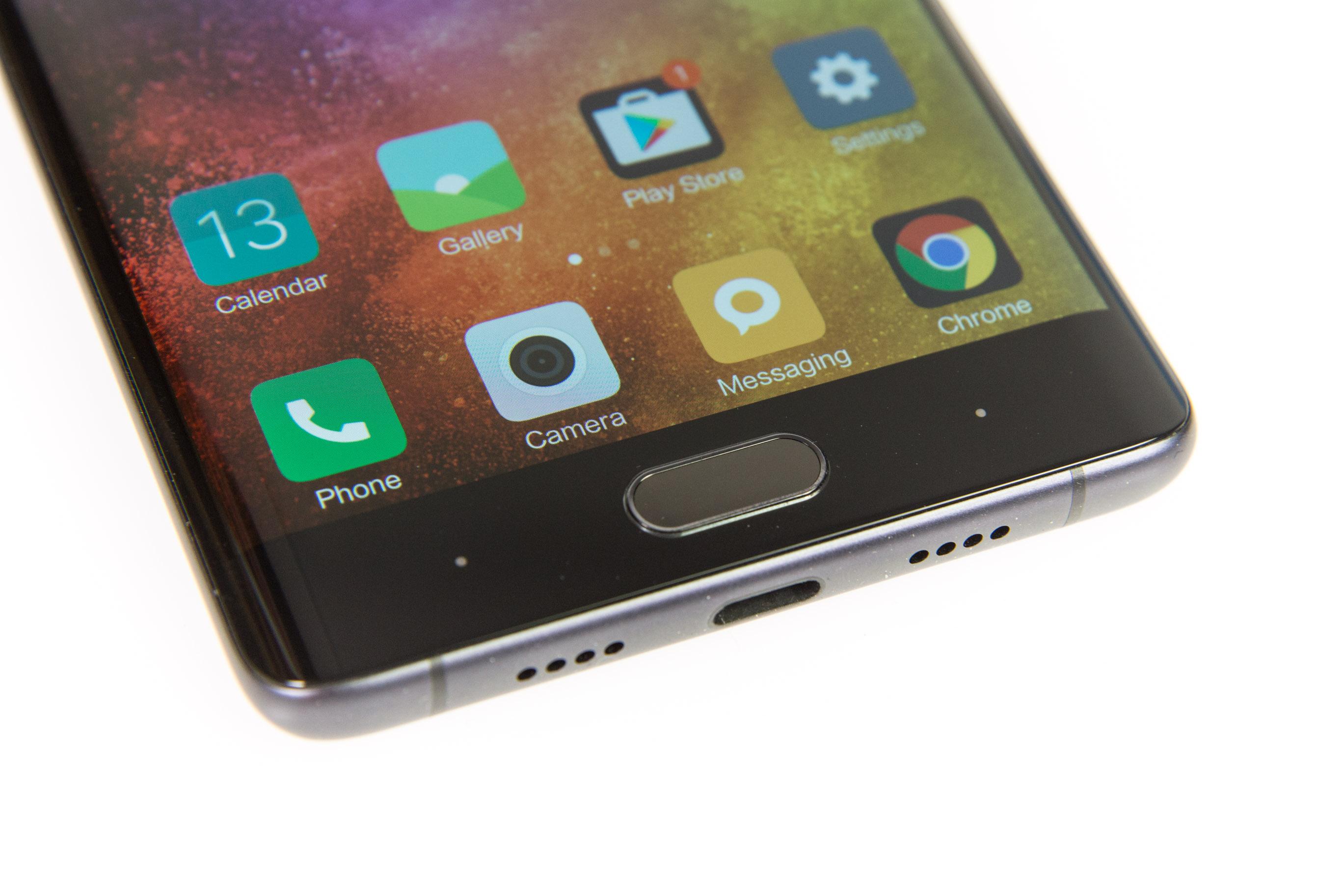 Xiaomi Mi Note 2 im Test: Ein Smartphone mit Ecken ohne Kanten - Im Homebutton ist ein schnell reagierender Fingerabdrucksensor untergebracht. (Bild: Martin Wolf/Golem.de)