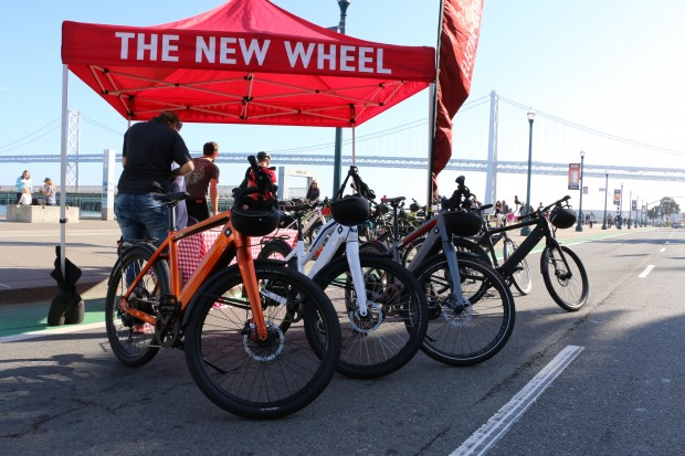 Der Radshop The New Wheel wirbt am autofreien Sonntag in San Francicso für seine E-Bikes. (Foto: Friedhelm Greis/Golem.de)