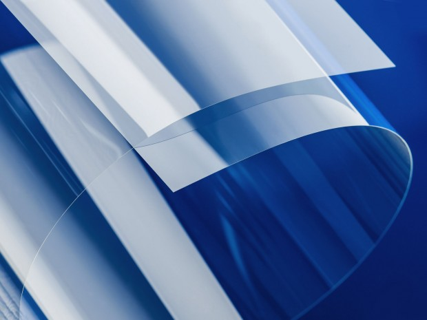 Schott stellt ultradünnes, biegsames Glas her, unter anderem für Displays. (Foto: Schott)