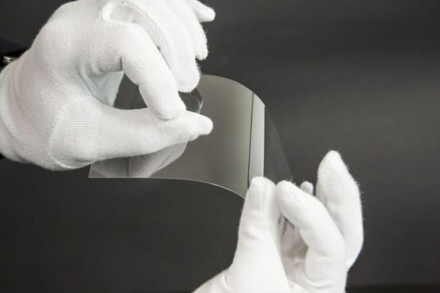 Es kann für dünne Displays, Fernseher, Sensoren oder Fensterscheiben verwendet werden. (Foto: Martin Wolf/Golem.de)