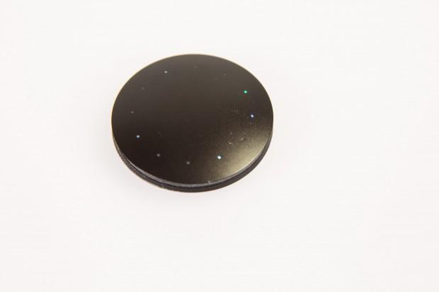 Das Gerät kann aus dem Armband herausgenommen werden und besteht aus Aluminium. (Bild: Martin Wolf/Golem.de)
