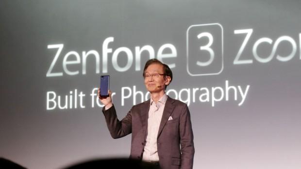 Asus-Chef Johnny Shih präsentiert das Zenfone 3 Zoom. (Bild: Marc Sauter/Golem.de)