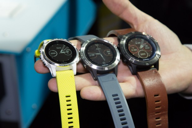 Die drei neuen Garmin-Uhren Fenix 5S, Fenix 5 und Fenix 5X (Bild: Martin Wolf/Golem.de)