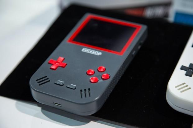Der Super Retro Boy ist ein Handheld, mit dem Gameboy-, Gameboy-Color- und Gameboy-Advance-Spiele gespielt werden können. (Bild: Martin Wolf/Golem.de)
