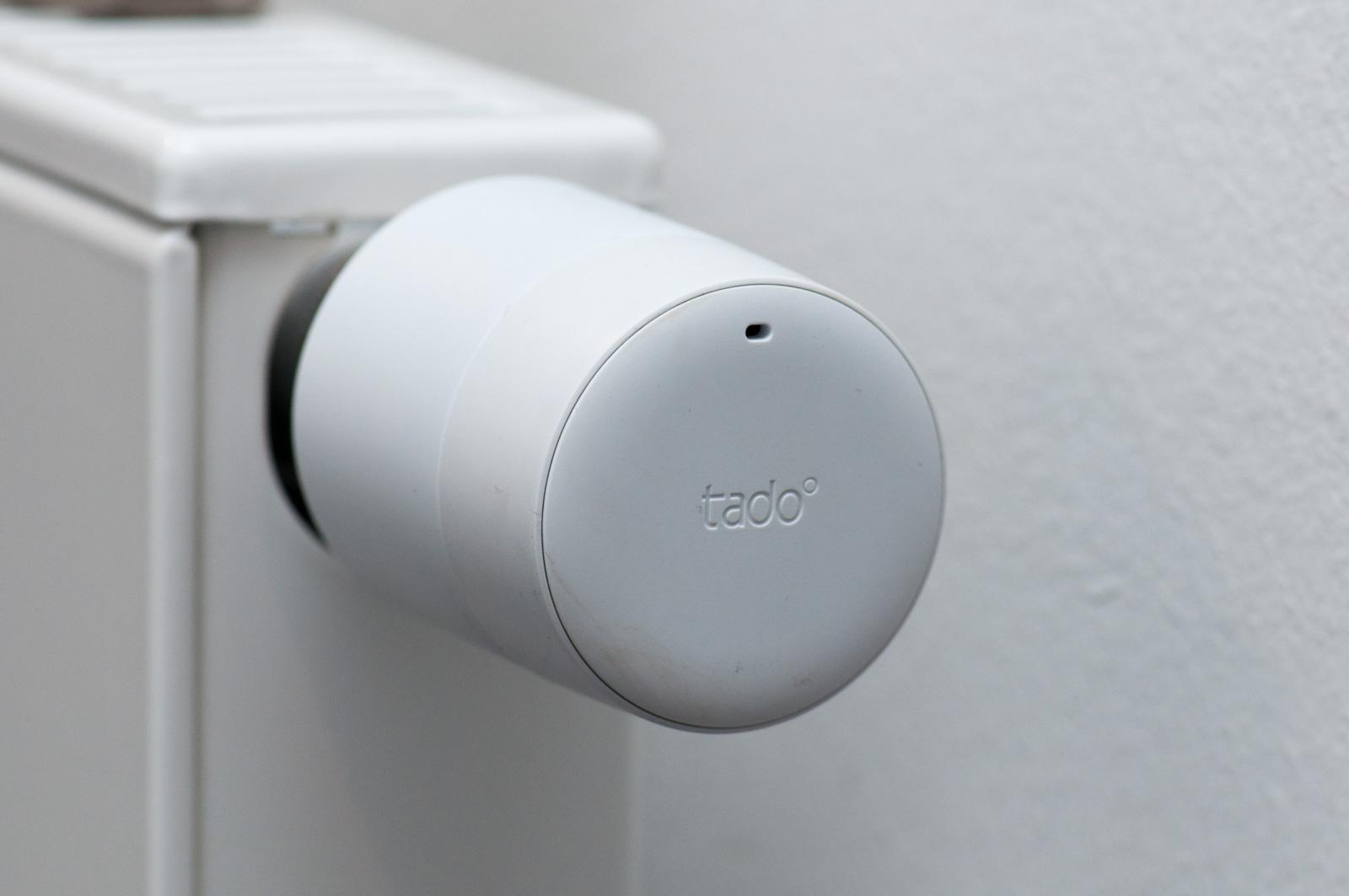 Tado im Test: Heizkörperthermostate mit effizientem Stalker-Modus - Das Thermostat ist erstaunlich schlicht im Design. (Foto: Andreas Sebayang/Golem.de)