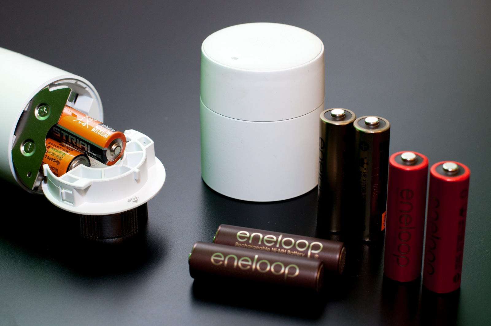 Tado im Test: Heizkörperthermostate mit effizientem Stalker-Modus - Wer will, kann auch Akkus verwenden. Es empfehlen sich aber LSD-Akkus. Wir haben Sanyo-Modelle verwendet, die es nicht mehr gibt. (Foto: Andreas Sebayang/Golem.de)