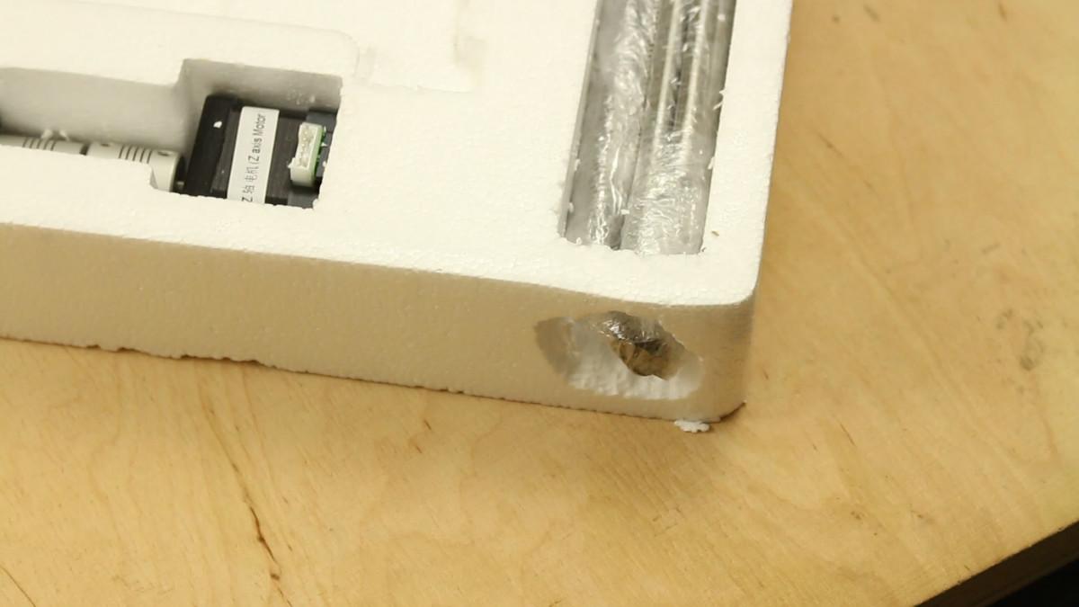 Anet A6 im Test: Wenn ein 3D-Drucker so viel wie seine Teile kostet - Die Wucht der Stangen konnte es nicht aufhalten. (Bild: Alexander Merz/Golem.de)