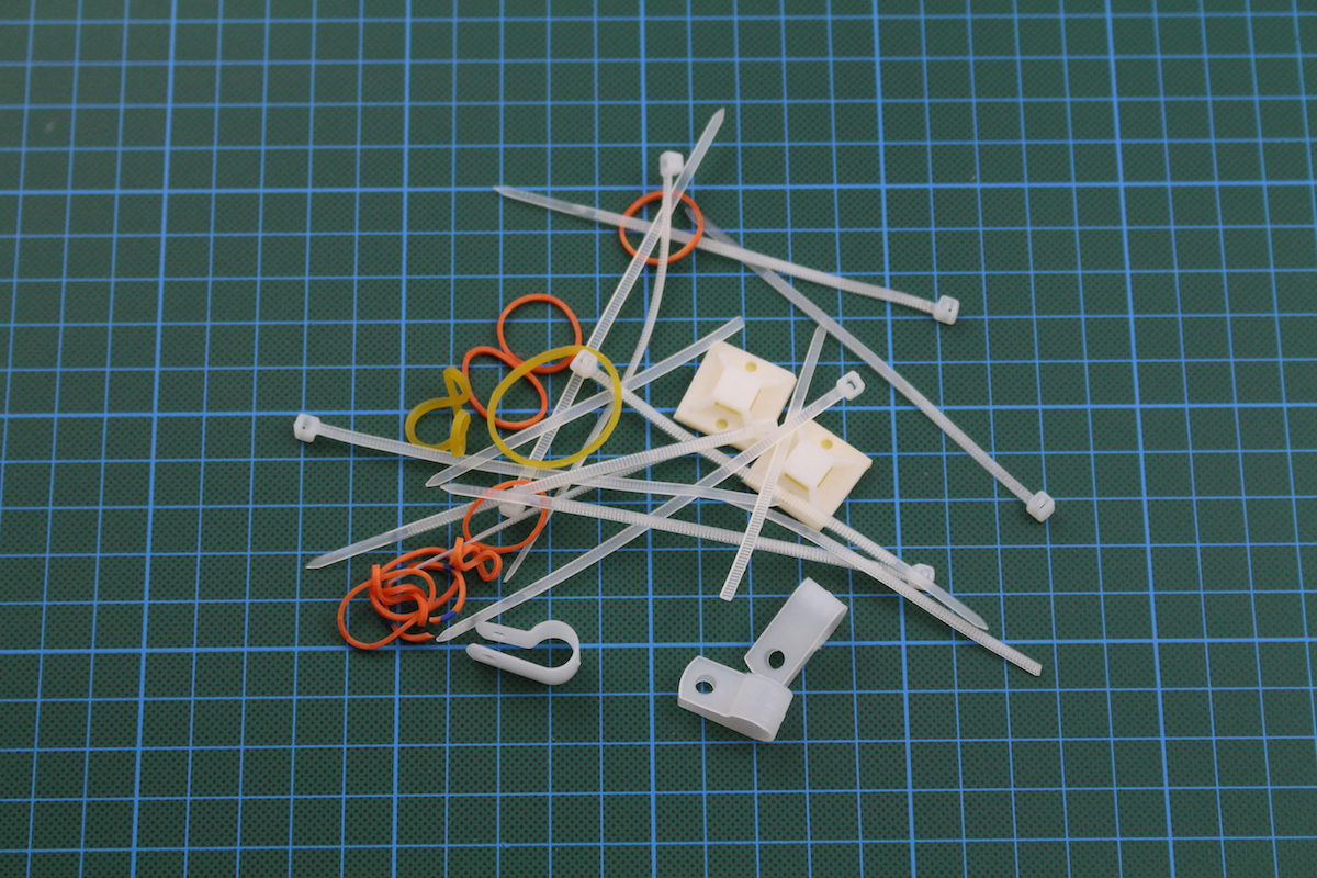 Anet A6 im Test: Wenn ein 3D-Drucker so viel wie seine Teile kostet - Damit sollen wir den ganzen Kabelverhau irgendwie fixieren. (Bild: Alexander Merz/Golem.de)