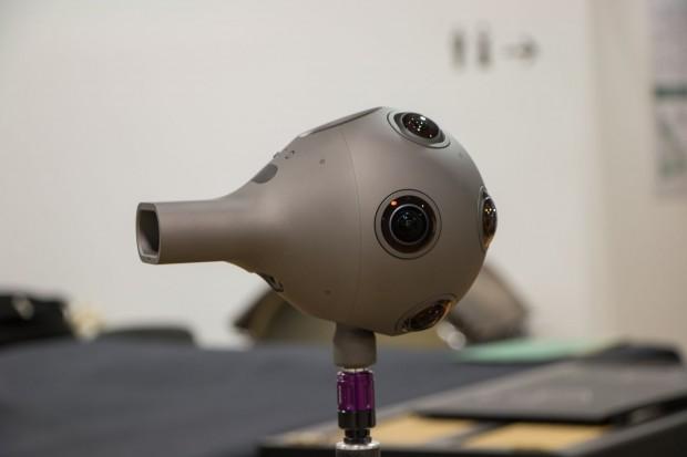Die Vorbereitungen laufen für die 360-Grad-Übertragung mit vier Ozo-Kameras von Nokia, ... (Foto: Werner Pluta/Golem.de)