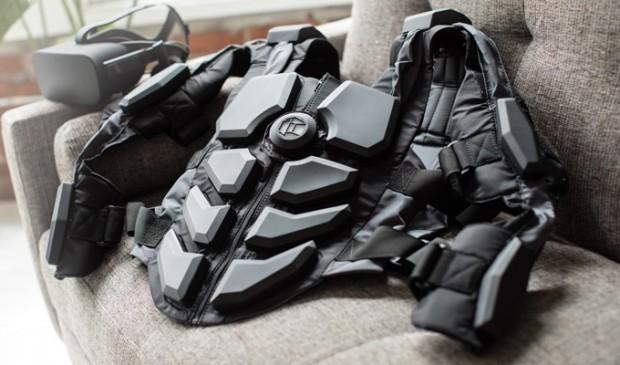 Der Hardlight VR Suit besteht aus mehreren Vibrationsmotoren, die für ein realistischeres Spiel in virtuellen Realitäten sorgen sollen. (Bild: Nullspace VR)