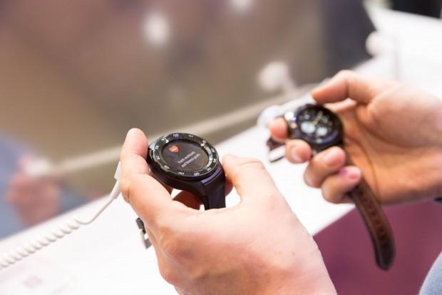 Die Huawei Watch 2 und die Huawei Watch 2 Classic. (Bild: Martin Wolf/Golem.de)