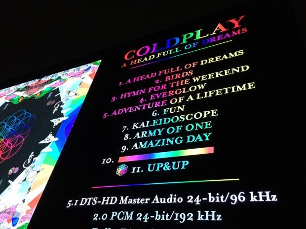 Die Tonauswahl der Blu-ray-Disc von Coldplay ist ohne Fernseher nicht direkt erreichbar und damit den HFPA-Discs ähnlich. (Foto: Andreas Sebayang)