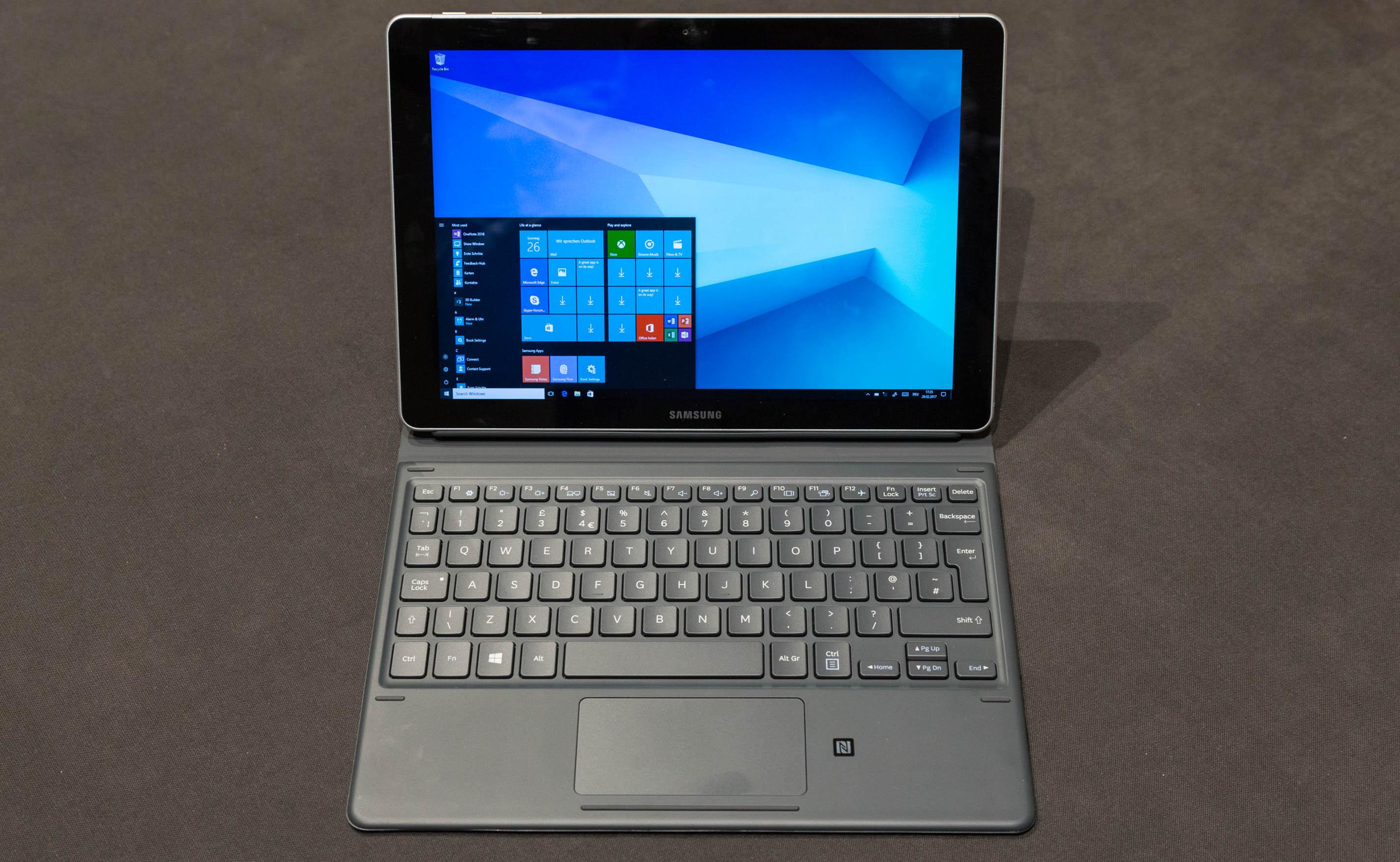 Galaxy Book im Hands on: Samsung bringt neuen 2-in-1-Computer - Das neue Galaxy Book von Samsung, hier in der 10,6-Zoll-Variante. (Bild: Martin Wolf/Golem.de)