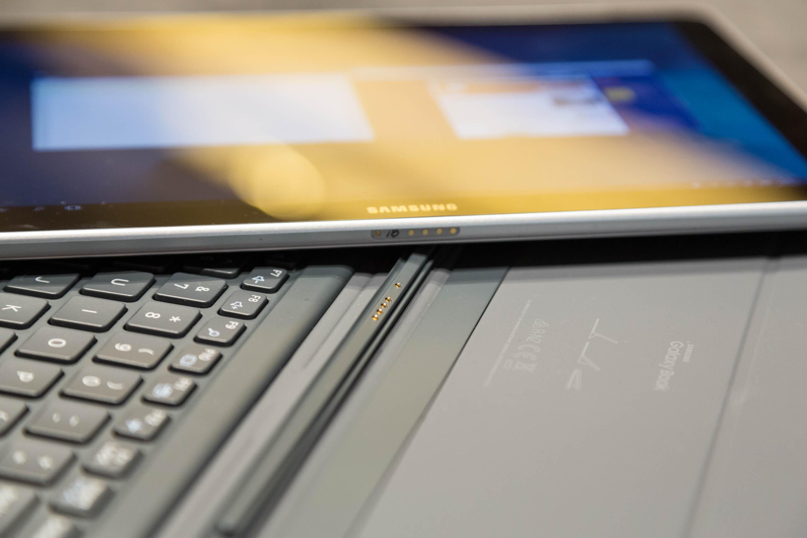 Galaxy Book im Hands on: Samsung bringt neuen 2-in-1-Computer - Das Tablet und die Tastatureinheit des kleinen Galaxy-Book. (Bild: Martin Wolf/Golem.de)