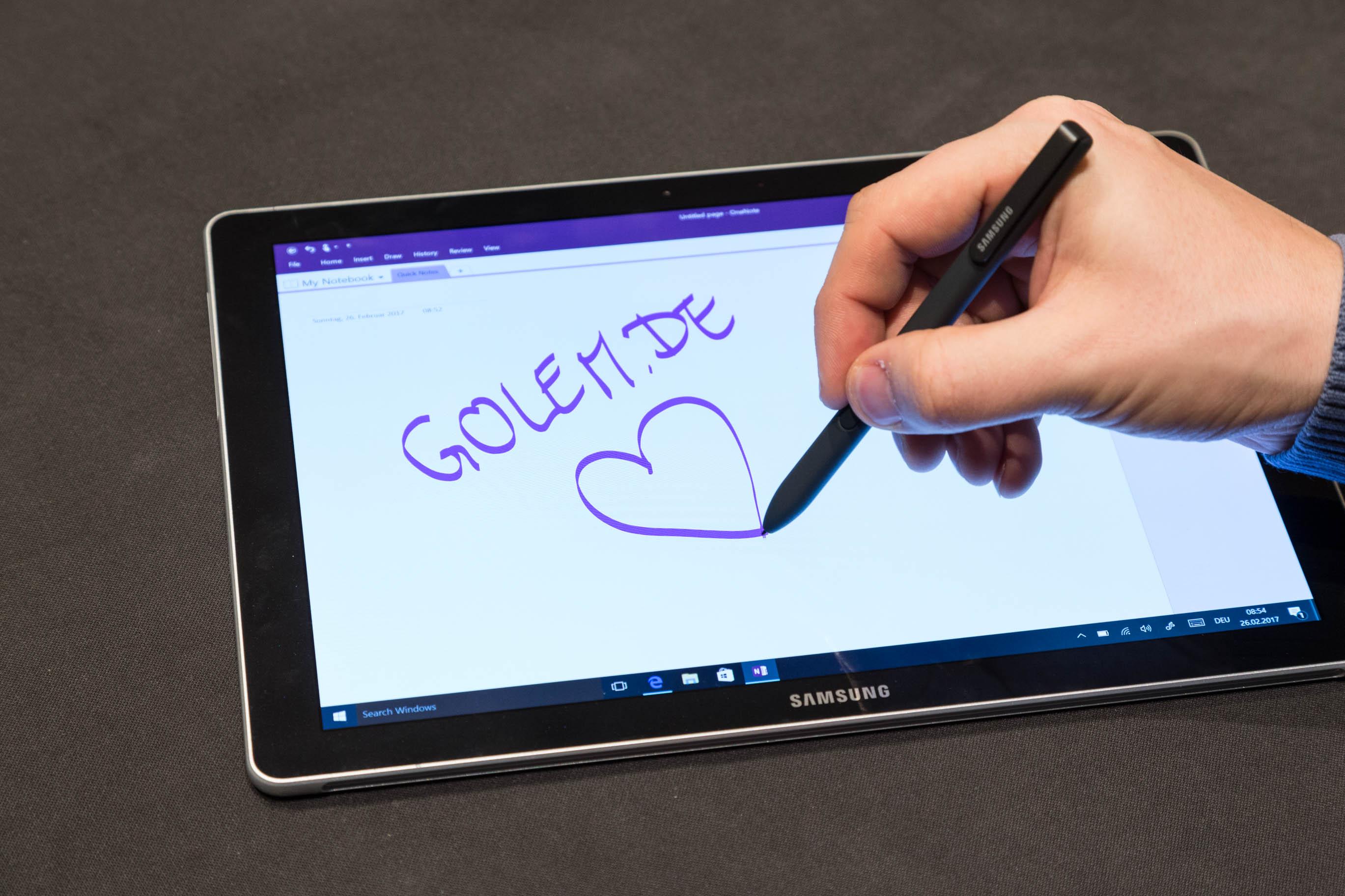 Galaxy Book im Hands on: Samsung bringt neuen 2-in-1-Computer - Mit dem mitgelieferten S Pen lassen sich handschriftliche Notizen und Zeichnungen anfertigen. (Bild: Martin Wolf/Golem.de)