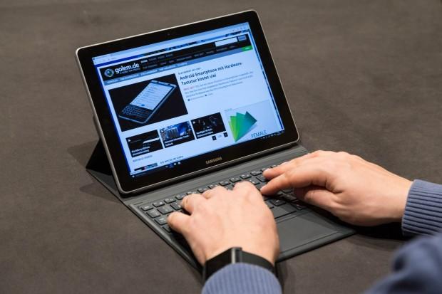 Schon beim kleinen Modell lässt sich auf der Tastatur angenehm schreiben. (Bild: Martin Wolf/Golem.de)