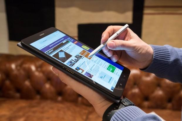 Das neue Galaxy Tab S3 wird mit einem S Pen geliefert. (Bild: Martin Wolf/Golem.de)