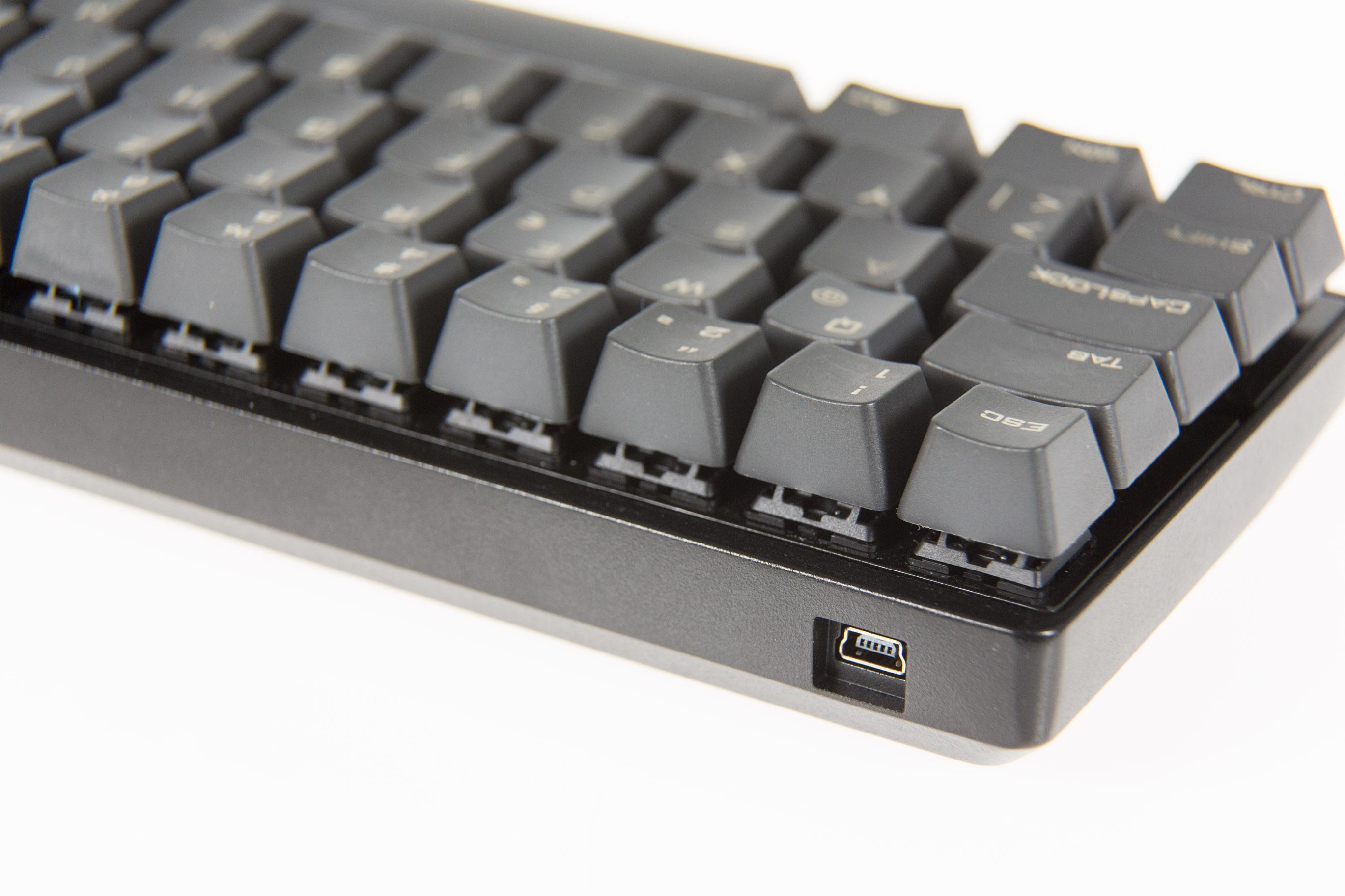 """Mechanische Tastatur Poker 3 im Test: """"Kauf dir endlich Dämpfungsringe!"""" - Die Poker 3 wird per Mini-USB-Kabel angeschlossen. (Bild: Martin Wolf/Golem.de)"""