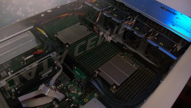 Vorabsystem mit zwei Naples-CPUs (Foto: Marc Sauter/Golem.de)